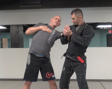 Underhook-arm-crank-defense