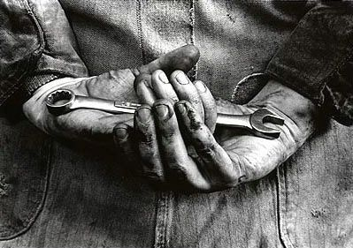 handshand-photography-mechanic-photography